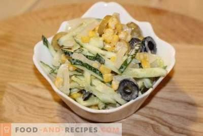 Salat mit Tintenfisch, Mais und Gurken